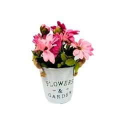 Macetero balde con flores